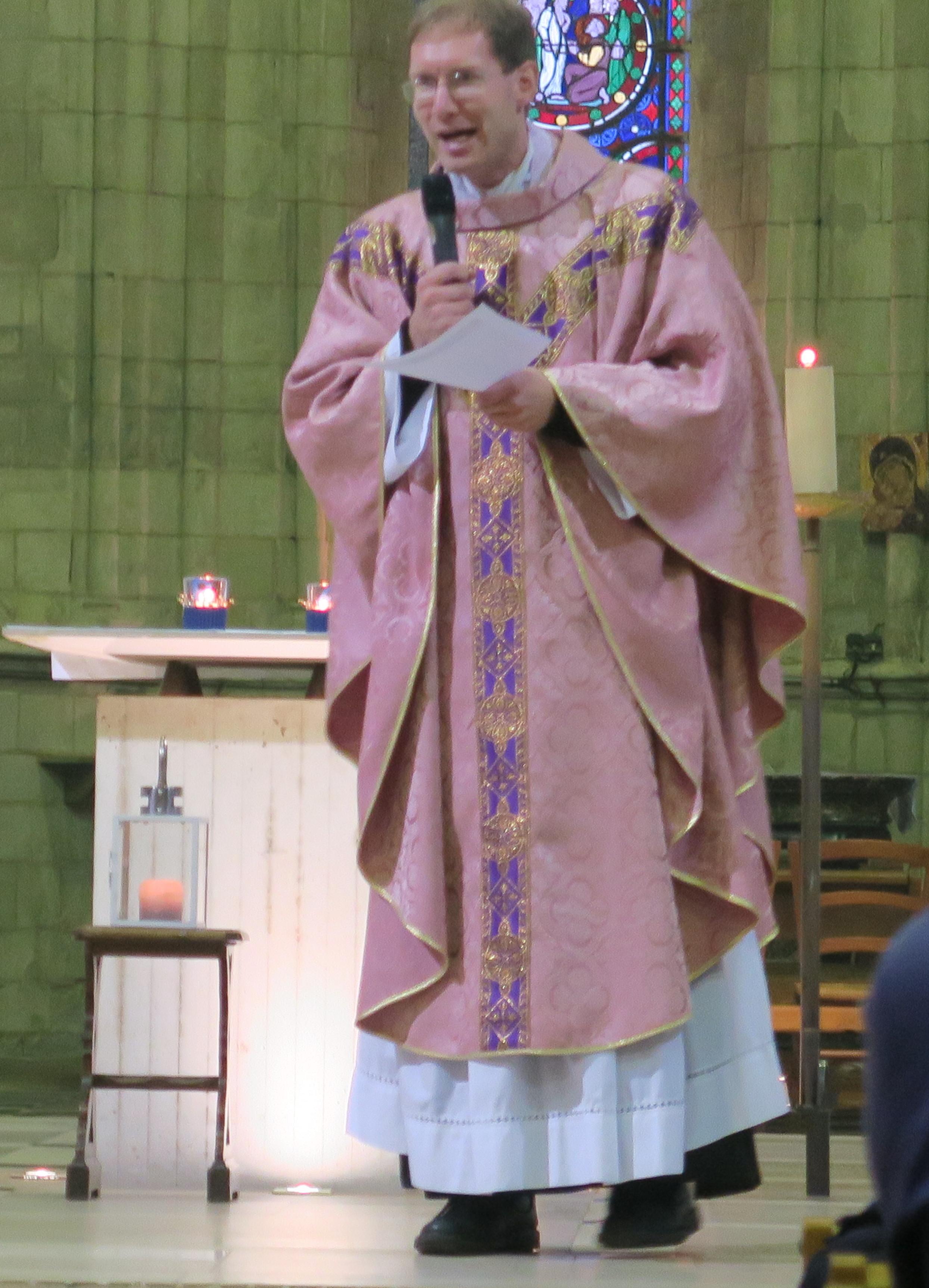 Père Marc ISNARD et la Lumière de la Paix de Bethléem......