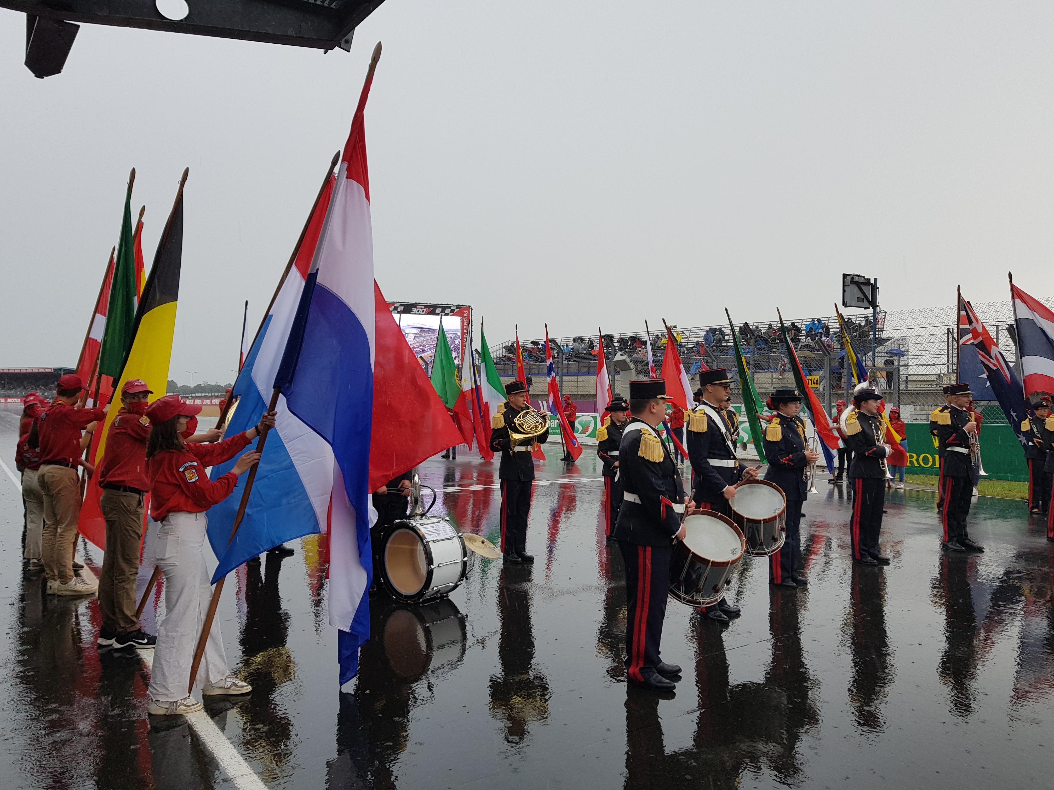 Les Drapeaux portés par les Scouts [3]